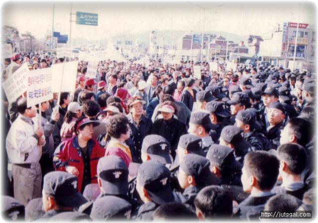 의경 복무 시절, 경찰이 민중의 시위를 막아내던 때입니다^^
